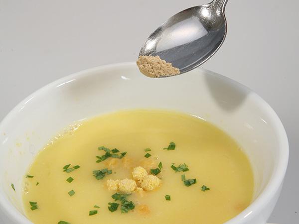 スープに蒸し生姜を混ぜる