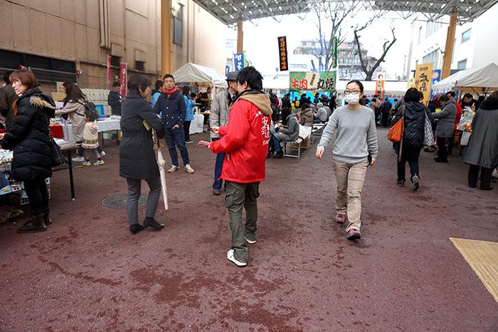 広島ざんまいグルメ楽市会場の様子