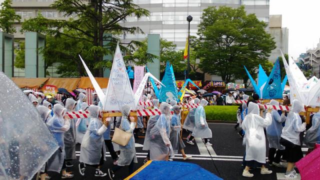 折り鶴神輿パレード