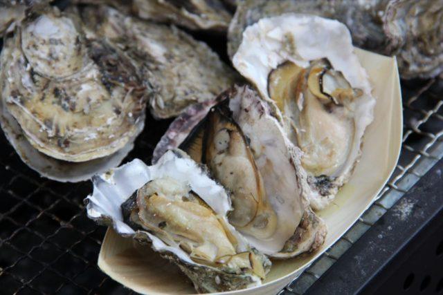 広島県産の焼き牡蠣