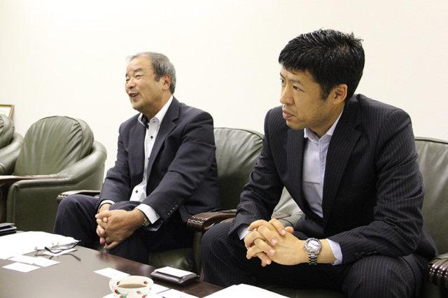 ファーム安芸高田の凝重さん(左)と、栗本ホールディングスの小島さん(右)